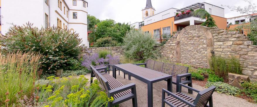 """Grüner """"Seminarraum"""" Biblischer Garten"""